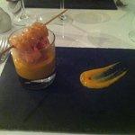 Veloute courge et marrons  a la citronnelle brochette de gambas