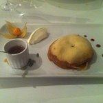 Dessert : tatin a la cardamome sirop de moscatel et crème d isigny