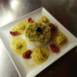 Poêlé de gambas au curry, riz basmati et tomates confites.