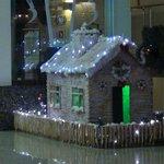 Новогодний домик - украшение отеля к НГ
