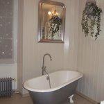 Salle de bains à l'ancienne mais tout confort