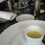 Mise en bouche : soupe de fruits de mer au cury