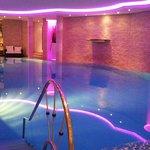 Der Poolbereich - stimmungsvoll beleuchtet