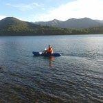 Remando en el kayak que te prestan