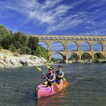 Canoës collias pont du Gard
