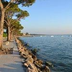200 meter til søen, og en dejlig bred promenade ind til city af Lazise