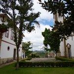 Átrio da Igreja e Casa do Noviciado (atualmente abriga o Museu do Oratório)