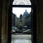 La Piazza San Pantaleo desde el ingreso al Hotel