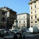 El edificio del hotel desde Piazza San Pantaleo