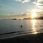 Por-do-sol na praia de Muriqui
