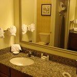 RI Den Airport Room 106 vanity