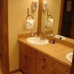Room 5301 Master bath