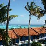 La vista del hotel del campo donde se pasa el día en la playa privada