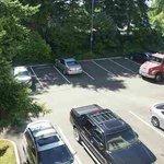 Zimmeraussicht auf Parkplatz