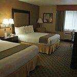 2 Queen beds Zimmer