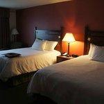 2 Queenbeds Zimmer