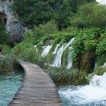 Деревянные дорожки возле водопадов