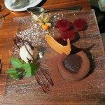десерт-слива с шоколадом и корицей