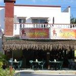 Streetside&patio dining areas