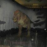 Двигающийся тиранозавр рекс в натуральную величину