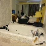A banheira no meio do quarto