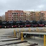 Patio exterior con las máquinas de vapor