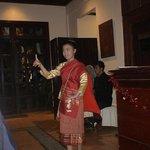 Χορεύτρια που μας κράτησε παρέα στο δείπνο
