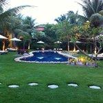 Jardim, piscina e apartamentod