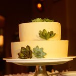 Delicious wedding cake that Florblanca baked and decorated!