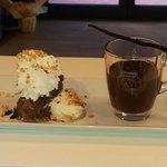 gran piatto di cioccolata calda e gelato