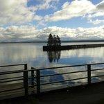 vista do lago atras do hotel