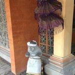 Statue à l'entrée de l'hotel
