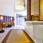 Lobby - Hôtel Paris Neuilly - 199 avenue Charles de Gaulle - 92200 Neuilly sur Seine - métro lig