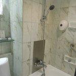 bathroom (The Empire Hotel Wan Chai)