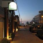 Frente do hotel ao amanhecer