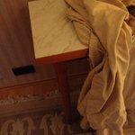 Warum muß man denn die teuren Möbel mit Bettlaken abdecken?