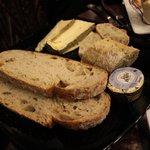 pain, beurre AOP d'Isigny, Saint Nectaire