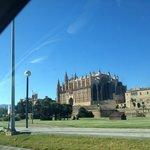 Maravillosa cathedral de Palma de mallorca a solo 10 min. caminando por el paseo maritimo!
