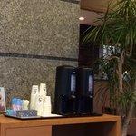 大堂一角,免費的熱咖啡!