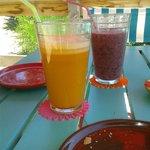 jugo de arandanos y naranja con jengibre