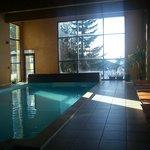 La piscine avec vue sur les pistes