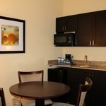 2 Bedroom Suite - Kitchenette