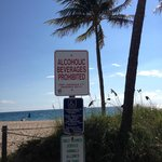 Aviso x Praia no trecho da North Fort Lauderdale Boulevard