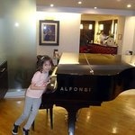 Lobby con piano
