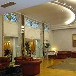 Lobby y entrada a sala de negocios