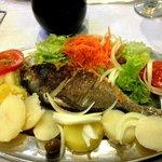 Le menu à 5€ ,plat pour une personne + le 1/2l l de vin et le potage
