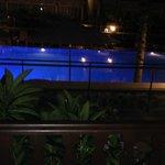 vue piscine la nuit