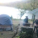 Camping a la orilla de la laguna