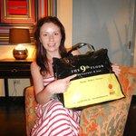Подарок - фирменная сумка