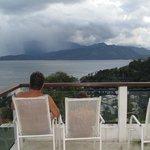 Relaxando com meu filho vendo a chuva em ilha grande